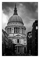 St Paul's Cathedral (Jean-Louis DUMAS) Tags: london londres londoneye voyage travel trip traveler bw black cathédrale cathedrale eglise church blackandwhite blackwhitephotos noirblanc noireblanc nb noiretblanc bâtiment
