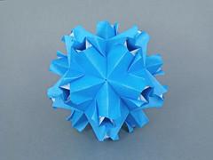 Dione (masha_losk) Tags: kusudama кусудама origamiwork origamiart foliage origami paper paperfolding modularorigami unitorigami модульноеоригами оригами бумага folded symmetry design handmade art