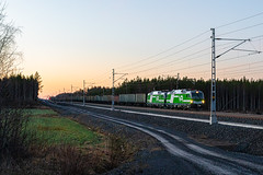 Freight train T55400 (Arttu Uusitalo) Tags: freight train t55400 electric locomotive sr3 siemens vectron vr finnishrailways spring may early morning 4am central ostrobothnia finland canon eos 5d clear sky sunrise dawn