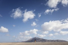 (Andrea Bernesco) Tags: mountain desert sky people alone canaryislands leica leicamtype240 leicasummilux35mmf14asphfle andreabernesco drone clouds