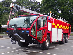 6542 - MIA - YJ14 KFU - 101_3407 (Call the Cops 999) Tags: uk gb united kingdom great britain england 999 112 emergency service services vehicle vehicles frs fire and rescue miafrs mia manchester international airport oshkosh striker 6x6 engine truck appliance tender greater day the trafford centre thursday 1 august 2019