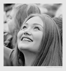 HOPEFUL (Maarten Kleijkamp) Tags: women girls vrouwen zwartwit bw monochrome optimisme vreugde hoopvol geluk optimism joy hopeful happiness brighteyes sparkling smile