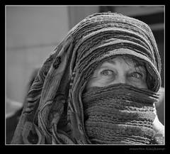 EYES (Maarten Kleijkamp) Tags: women girls vrouwen zwartwit bw monochrome ogen helder stralend bright eyes koud weer sjaal cold weather scarf annette