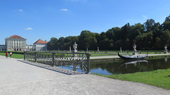 Munich-Nymphenburg, Gondole sur le grand canal (Sokleine) Tags: gondole river canal château castle nymphenburg palace 18thcentury heritage historic panorama munich münchen bayern bavaria bavière germany deutschland allemagne eu europe