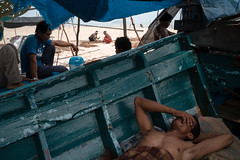 * (Sakulchai Sikitikul) Tags: street snap streetphotography summicron songkhla sony a7s samilabeach boat worker thailand hatyai seascape sea leica muslim islamic