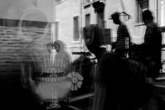 . (Fabian Schreyer // shootingcandid) Tags: fotografiadistrada strasenfotografie schädel venedig venezia venice gondoliere skull candid streetphotography street