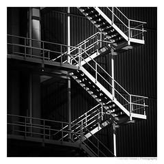 Rotterdam 5145 (herbert thomas hesse) Tags: stairs hth sw bw monochrom dark treppen aussentreppe fluchttreppe feuertreppe cof079mark cof079dmnq cof079radm cof079chon