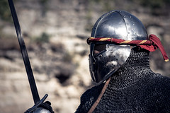 chevalier (michelernault) Tags: rouge chevalier armure combat medival