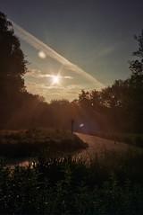 (CroytaqueCie) Tags: fujidl300 fujifilmsuperiaxtra400 sunrise nature leverdusoleil zonsopkomst восход wschódsłońca päikesetõus sonnenaufgang شروق východslunce orto 日の出 सूर्योदय 日出 해돋이 mặttrờimọc
