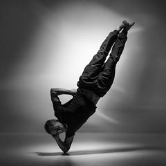Elbowing up (Toftus Photography) Tags: tromsø troms norway no norge nordnorge northernnorway dans dance танец ダンス 舞蹈 danza tanz danse training trening træning workout fitnes muscles health art kunst artwork kunstverk male maledancer mann herre breakdance hiphop acrobatics bw blackandwhite sorthvit sh monochrome photostudio fotostudio studio