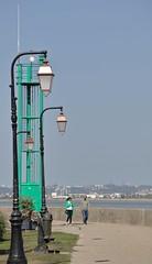 Vert-de-mer... (Tonton Gilles) Tags: honfleur normandie jetée promenade de bord mer réverbères lampadaires phare vert personnages silhouettes gilet scène rue