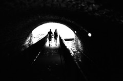 Amants (Ludovic Macioszczyk Photography) Tags: amants nikon f2 135 ilford hp5 plus 400 iso pushed 800 août 2019 © ludovic macioszczyk tunnel couple photomic black white noir et blanc monochrome contrastes life light outside extérieur mm tag world monde earth asa film pellicule flickr argentique analog lumière grain 35mm photography négatif limoges ville city nikkor 50mm france slr explore photo photographie 24x36