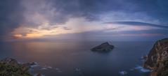 Atardecer en la isla de Deva. (Amparo Hervella) Tags: isladedeva asturias españa spain paisaje panorámica mar cielo nube atardecer puestadesol naturaleza roca largaexposición d7000 nikon nikond7000