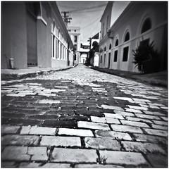 Fotografía Estenopeica (Pinhole Photography) (Black and White Fine Art) Tags: fotografiaestenopeica pinholephotography lenslesscamera camarasinlente lenslessphotography fotografiasinlente pinhole estenopo estenopeica stenopeika sténopé fomapanclassic100 d76 kodakd76 sanjuan oldsanjuan viejosanjuan puertorico bn bw niksilverefexpro2 lightroom3