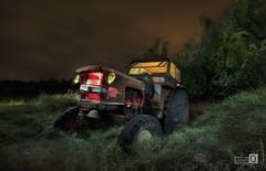 Clasicos de la Noche. (La cara B) (JoseQ.) Tags: tractor maquina vehiculo noche luces nocturna colores largaexposicion nubes cielo