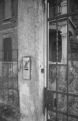 07_F102_20190914_012_JPEG 3000 (Domenico Cichetti) Tags: bustoarsizio leicam5 monocrome blackwhite bw blackandwhite bn selfdevelop selfdevelope studional street summicronc40mmf2 elmaritm28mmf28asph silver argentique analogicait analogico film