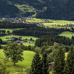 La verte vallée (Lucille-bs) Tags: europe autriche tyrol 500x500 vallée paysage nature arbre prairie vert maison village