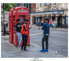 The kids (Ignacio Ferre) Tags: london londres greatbritain granbretaña england inglaterra kids chicos lumix panasonic city ciudad people gente reinounido unitedkingdom
