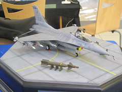 General Dynamics F-16 Fighting Falcon - 1/48 (CHRISTOPHE CHAMPAGNE) Tags: 2019 ferte mcc77 exposition maquette jouarre general dynamics f16 fighting falcon 148