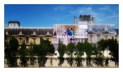 Balenciaga (Jean-Louis DUMAS) Tags: publicite louvre seine arbre tree quaideseine quai paris trip voyage love amour baiser amoureux bâtiment museé museum tourisme
