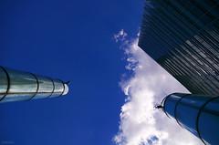 Cheminée (Atreides59) Tags: berlin germany deutschland allemagne bleu blue ciel sky nuages clouds urban urbain pentax k30 k 30 pentaxart atreides atreides59 cedriclafrance