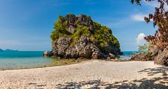 The Rock (Jörg Kage) Tags: asien thailand kohsamui nationalparkmukoangthong songpeenongbeach reisen travel felsen rock strand beach sand meer wolken clouds himmel sky natur nature naturschutz nationalpark