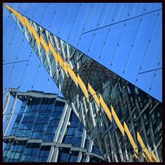 Flash! (schau_ma_da) Tags: 2604 album0 architekturbüro3xn berlin caimmo deutschland diezin flickr hauptbahnhof nikond5300 reflexionen spiegelbilder spiegelung tamron70300 washingtonplatz