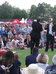 Hat Fair 19, 07.07.19, 319 Garaghty and Thorn (catrionatv) Tags: hampshire winchester riversidepark trees grass marquee gazebo cameraobscurer crowd audience spectators streettheatre performance act hatfair