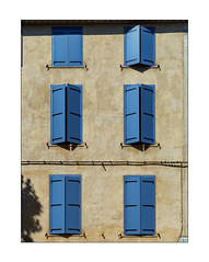 the closed blue window (Armin Fuchs) Tags: arminfuchs nomansland house windows blue niftyfifty tree green yellow building sisteron shadows
