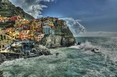 Manarola (giannipiras555) Tags: liguria 5terre manarola borgo italia mare nuvole barche scogli marina colori turismo