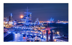 BLUE (SonjaS.) Tags: fotografie hamburg blueport illumination event beleuchtung harmonie bluehour hansestadt nachtfotografie blau