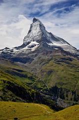 Matterhorn - Zermatt (Massimo Frasson) Tags: kodak kodakelitechromeextracolor svizzera suisse schweiz switzerland confederazionesvizzera confederazioneelvetica cantonvallese distrettodivisp zermatt ferroviadelgornergrat gornergratbahn gornergrat ghiacciaio montagna monti neve vette cielo roccia sentiero panorama landscape cervino cervin matterhorn vetta prati valle trekking torrente