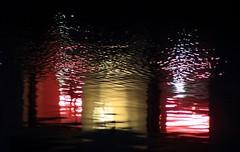 Lumières humides... (Tonton Gilles) Tags: fenêtres lumières jaune rouge noir reflets eau rivière sarthe graphisme