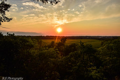 Life is a Gem (brettmenglephotography) Tags: missouriphotgraphy nikon nikonphotography naturephotography nikond5300 natural nature sky sunset stateparks landscape spring trees feild valley blueskys bluffview green