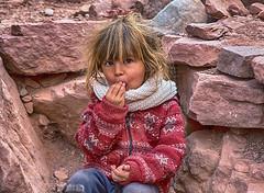 Niño hijo de unos vendedores de artesanías (Marina-Inamar) Tags: gargantadeldiablo quebradadelasconchas niño infancia varon nene flequillo mirada salta argentina