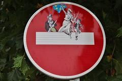 Clet_3697 Pont Croix (meuh1246) Tags: streetart bretagne finistère cletabraham clet panneau lalibertéguidantlepeuple eugènedelacroix