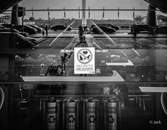 en partant de KL (Jack_from_Paris) Tags: p1000587bw panasonic dmcgx8 micro 43 pancake14mmf25asph blackandwhite monochrome pancake raw mode dng lightroom rangefinder télémétrique capture nx2 lr monochrom noiretblanc bw wide angle malaysia malaisie kl kuala lampur street rue entrée tour de contrôle airport aéroport