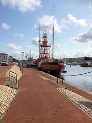 Lightship in the harbour of Hellevoetsluis (Beyond the grave) Tags: lightship hellevoetsluis harbour holland netherlands rhine river