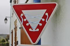 Clet_3714 Pont Croix (meuh1246) Tags: streetart bretagne finistère cletabraham clet panneau pontcroix