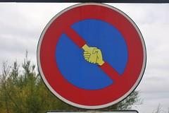 Clet_3623 baie des Trépassés Cléden-Cap-Sizun (meuh1246) Tags: streetart bretagne finistère cletabraham clet panneau baiedestrépassés clédencapsizun main