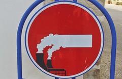 Clet_3637 Plogoff (meuh1246) Tags: streetart bretagne finistère cletabraham clet panneau plogoff