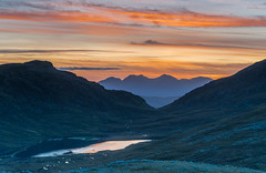 Through the Bealach .. (Gordie Broon.) Tags: sunset mountains atardecer scotland lac westerross collines munro lochan scottishhighlands anteallach bealach lecoucherdusoleil dirriemore landscape lago tramonto alba paisaje hills layers paysage caledonia ecosse heuvels beinnenaiglair braemorejunction lochdrum mealldoirefaid geotagged scenery sonnenuntergang scenic silhouettes escocia szkocja mountainpass schottland scozia postsunset gordiebroonphotography ilce7rm2 sonya7rmkii sonyepz18105f4gosslens colourful clouds