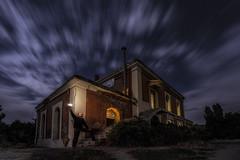 El Señor de Luz (JoseQ.) Tags: estacion luz rafa noche luces nubes iluminacion largaexposicion colores sky cielo