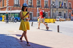 ... MADrid ... (Lanpernas .) Tags: yellow amarillo street madrid 2019 verano chica girl woman spain walker candid summer
