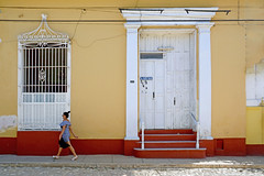 Marta Rojas (emerge13) Tags: street streets architecture candid cuba colonialarchitecture trinidad humans cobblestonestreets architecturaldetails colorfulcities trinidadsanctispirituscuba plazamayortrinidadcuba woman mujer women mujeres calles history historia