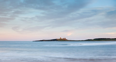 Evening at Embleton Bay (He Ro.) Tags: northumberland embleton northsea meer landschaft wasser england uk burg castle dunstanburghcastle sunset ruins seashore coast water northeastengland nordsee