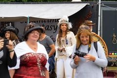 111a  2019-09-15 Steamfest Papenburg Gut Altenkamp (Roger-Kersten) Tags: steamfest papenburg gutaltenkamp altenkamp steampunk hut zylinder cylinder frau woman frauen