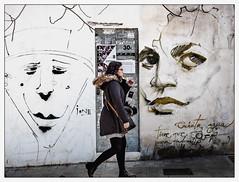 De l'un à l'autre (francis_bellin) Tags: olympus espagne streetphoto graffitis street photoderue graf grenade streetphotographie graffeur streetart scènederue artistederue ville photographederue passante cité rue couleurs 2019 fevrier andalousie artdanslarue