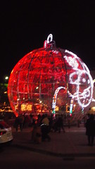 DSCF1708 (rugby#9) Tags: fuengirola spain costadelsol andalucia christmaslights christmas bauble large giant round christmasdecoration decoration people