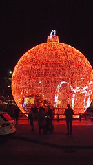 DSCF1703 (rugby#9) Tags: fuengirola spain costadelsol andalucia christmaslights christmas bauble large giant round christmasdecoration decoration people